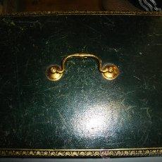 Cajas y cajitas metálicas: CAJA ANTIGUA DE CUERO. MEDIDAS: 35 X 28CM.. Lote 27889120
