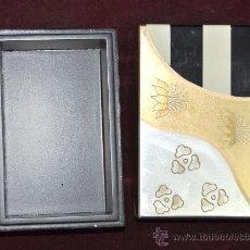 Cajas y cajitas metálicas: ANTIGUA CAJA TIPO ART DECÓ. AÑOS 50S. PINTADA.. Lote 28828138