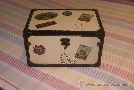 caja de madera decorada con pegatinas de correo cajas y envases cajas y cajitas