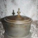Cajas y cajitas metálicas: PRECIOSA CAJA EN BRONCE DEL S.XIX MOTIVOS FLORALES. Lote 28886473