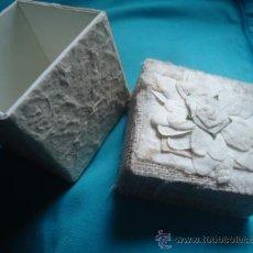 Cajas y cajitas metálicas: CURIOSA CAJA, CAJITA, JOYERO FORRADA EN TELA. Lote 29241876