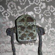 Cajas y cajitas metálicas: BONITA FUNDA ORIENTAL - POSIBLEMENTE INDIA - EN METAL. Lote 29539199
