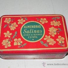 Cajas y cajitas metálicas: ANTIGUA CAJA DE HOJALATA LITOGRAFIADA CON PUBLICIDAD DE ALMENDRAS SALINAS - ALCALA DE HENARES - MIDE. Lote 29986635