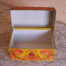 Cajas y cajitas metálicas: BONITA CJA METALICA RETRO,AÑOS 60,AVON. Lote 31867751