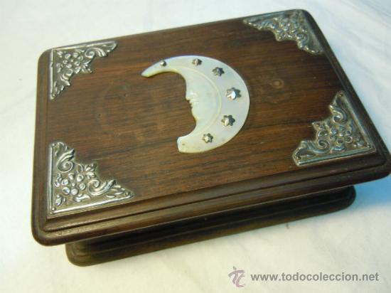 caja de madera con adornos de plata y nacar Comprar Cajas antiguas