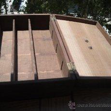 Cajas y cajitas metálicas: ANTIGUA CAJA DE BUENA MADERA CON TRES DEPARTAMENTOS, LLAVE Y AGARRADOR.. Lote 85451360