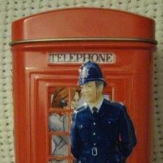 Cajas y cajitas metálicas: LATA CABINA DE TELÉFONOS TÍPICA DE LONDRES. DE METAL, TRAÍDA DE LONDRES. CON CUATRO DIBUJOS DIFERENT. Lote 33687059