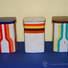 Cajas y cajitas metálicas: TRES LATAS SERIGRAFIADAS - PRECIOSO DISEÑO - MARCA EN LA BASE - SIMEL VICH ESPAÑA - AÑOS 60-70. Lote 35424729