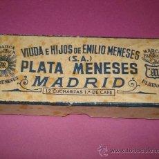 Cajas y cajitas metálicas: ANTIGUA CAJA DE VDA. E HIJOS DE EMILIO MENESES ,PLATA MENESES MADRID ,12 CUCHARITAS 1ª DE CAFÉ . Lote 38345594