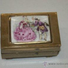Cajas y cajitas metálicas: ANTIGUA CAJA JOYERO EN PORCELANA PINTADA Y METAL.. Lote 38585241