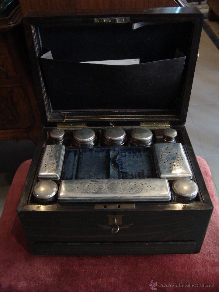 ESPECTACULAR CAJA-NECESER DE VIAJE MUY ANTIGUA (Coleccionismo - Cajas y Cajitas Metálicas)