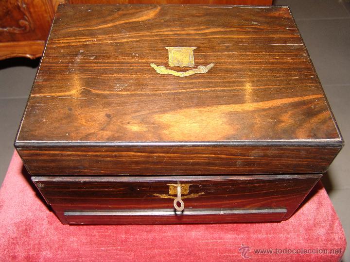 Cajas y cajitas metálicas: ESPECTACULAR CAJA-NECESER DE VIAJE MUY ANTIGUA - Foto 3 - 39445352