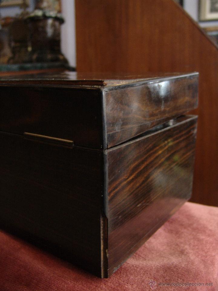 Cajas y cajitas metálicas: ESPECTACULAR CAJA-NECESER DE VIAJE MUY ANTIGUA - Foto 6 - 39445352