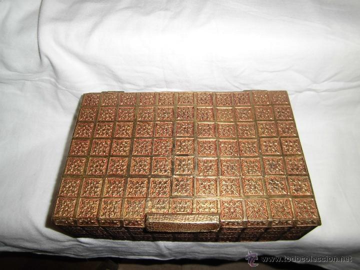 Cajas y cajitas metálicas: ANTIGUA CAJA DE BRONCE INTERIOR FORRADO EN MADERA - Foto 2 - 39767784