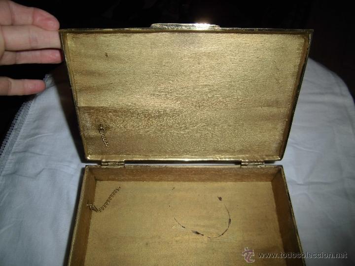 Cajas y cajitas metálicas: ANTIGUA CAJA DE BRONCE INTERIOR FORRADO EN MADERA - Foto 6 - 39767784