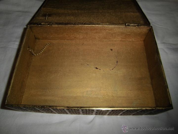 Cajas y cajitas metálicas: ANTIGUA CAJA DE BRONCE INTERIOR FORRADO EN MADERA - Foto 9 - 39767784
