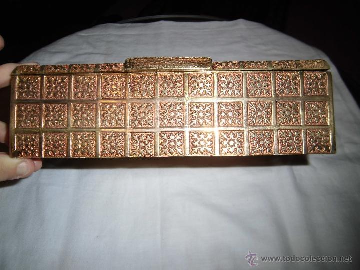Cajas y cajitas metálicas: ANTIGUA CAJA DE BRONCE INTERIOR FORRADO EN MADERA - Foto 10 - 39767784