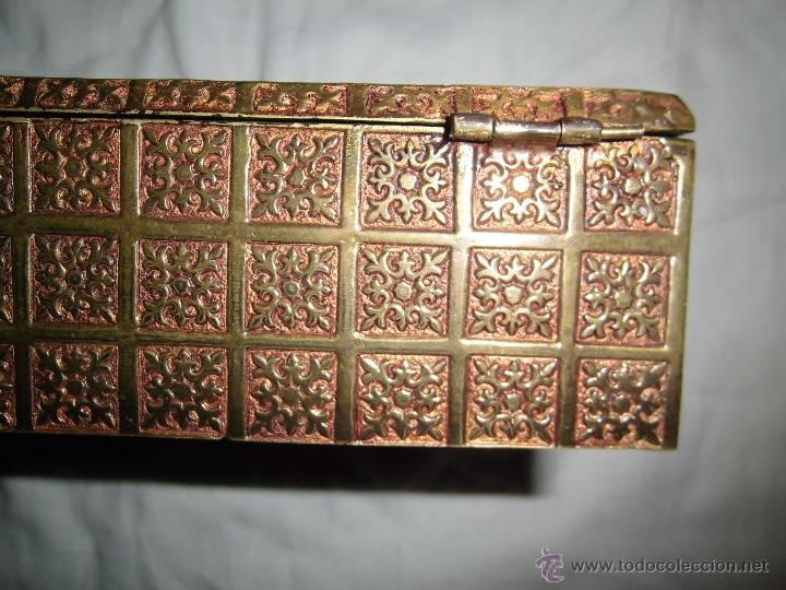 Cajas y cajitas metálicas: ANTIGUA CAJA DE BRONCE INTERIOR FORRADO EN MADERA - Foto 14 - 39767784