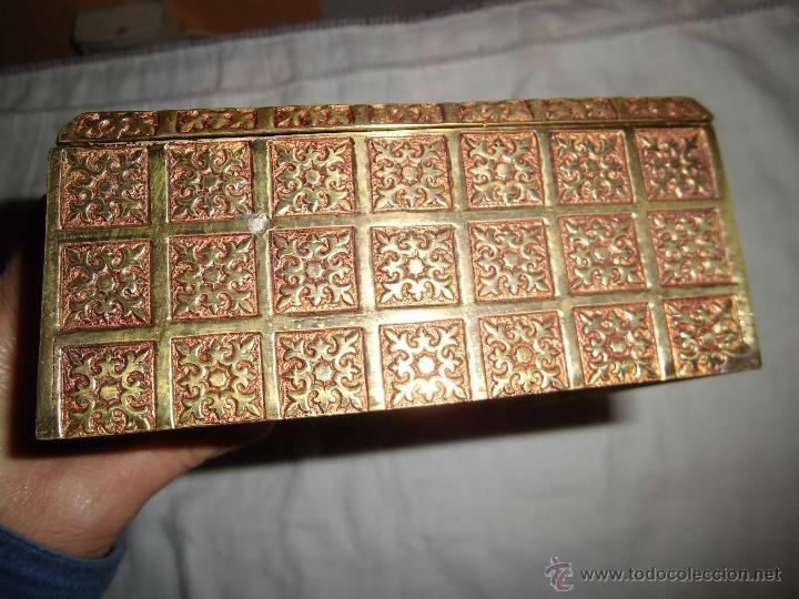 Cajas y cajitas metálicas: ANTIGUA CAJA DE BRONCE INTERIOR FORRADO EN MADERA - Foto 15 - 39767784