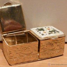 Cajas y cajitas metálicas: PASTILLERO DOBLE EN METAL DORADO Y MICROMOSAICO VENECIANO . Lote 40086145