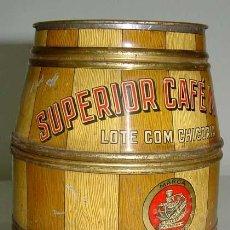 Cajas y cajitas metálicas: ANTIGUA CAJA DE HOJALATA CON FORMA DE BARRIL - CON PUBLICIDAD DE CAFE CASA MACARIO - MIDE 20 X 14 CM. Lote 38240027
