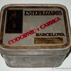 Cajas y cajitas metálicas: ANTIGUA CAJITA DE HOJALATA LITOGRAFIADA CON PUBLICIDAD DE FARMACIA, ESTERILIZADOS CODORNIU Y GARRIGA. Lote 38256363