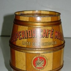 Cajas y cajitas metálicas: ANTIGUA CAJA DE HOJALATA CON FORMA DE BARRIL - CON PUBLICIDAD DE CAFE CASA MACARIO - MIDE 20 X 14 CM. Lote 38268011