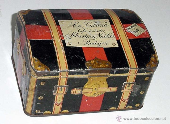 ANTIGUA CAJA DE HOJALATA LITOGRAFIADA CON FORMA DE BAUL DE VIAJE, CON PUBLICIDAD DE LA CUBANA, FABRI (Coleccionismo - Cajas y Cajitas Metálicas)