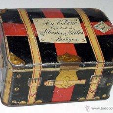 Cajas y cajitas metálicas: ANTIGUA CAJA DE HOJALATA LITOGRAFIADA CON FORMA DE BAUL DE VIAJE, CON PUBLICIDAD DE LA CUBANA, FABRI. Lote 38277882