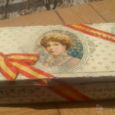 Cajas y cajitas metálicas: CAJA DE LATA CREMA DE MEMBRILLO REINA VICTORIA LA FAMA, PUENTE GENIL (CORDOBA). Lote 40335644