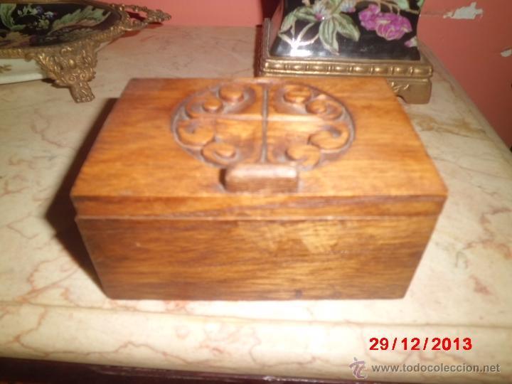 CAJA DE MADERA TALLADA (Coleccionismo - Cajas y Cajitas Metálicas)