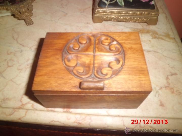 Cajas y cajitas metálicas: CAJA DE MADERA TALLADA - Foto 2 - 40773778