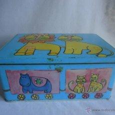 Cajas y cajitas metálicas: CAJA COLACAO ANIMALES. CAJA HOJALATA DIBUJOS LEÓN Y LEONA. G.LLAMAS . BADALONA. Lote 41045408