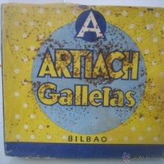 Cajas y cajitas metálicas: ANTIGUA CAJA DE LATA FORRADA EN PAPEL LITOGRAFIADO DE GALLETAS ARTIACH AÑO 1959 EN BILBAO. Lote 41080130