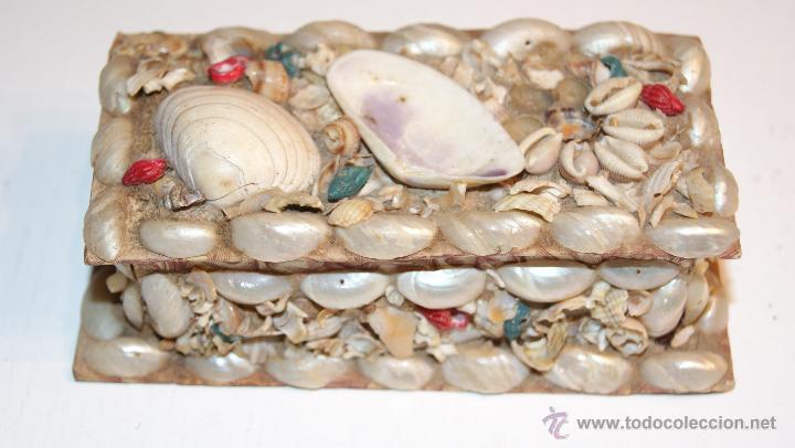 Cajas y cajitas metálicas: Caja o Cajita forrada de papel con conchas decorativas - Antigua - Foto 3 - 41817785