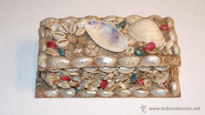 Cajas y cajitas metálicas: Caja o Cajita forrada de papel con conchas decorativas - Antigua - Foto 7 - 41817785