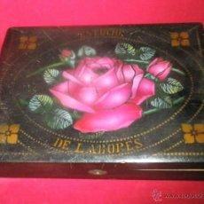 Cajas y cajitas metálicas: ESTUCHE DE LABORES, MADERA PINTADA. 24 X 32 X 6 CM. MEDIADOS S. XX. Lote 42687447