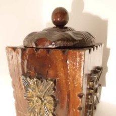 Cajas y cajitas metálicas: ANTIGUA CAJA DE MADERA TALLADA. Lote 42923073