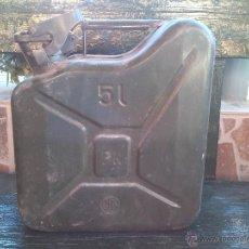 Cajas y cajitas metálicas: ANTIGUA LATA METALICA DE 5 LITROS PARA COMBUSTIBLE. Lote 43155807