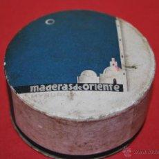 Cajas y cajitas metálicas: CAJA DE POLVOS MADERAS DE ORIENTE - MAQUILLAJE - TOCADOR - MYRURGIA - AÑOS 30. Lote 43579932
