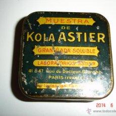 Cajas y cajitas metálicas: CAJA METALICA MUESTRA DE KOLA ASTIER. Lote 43696777