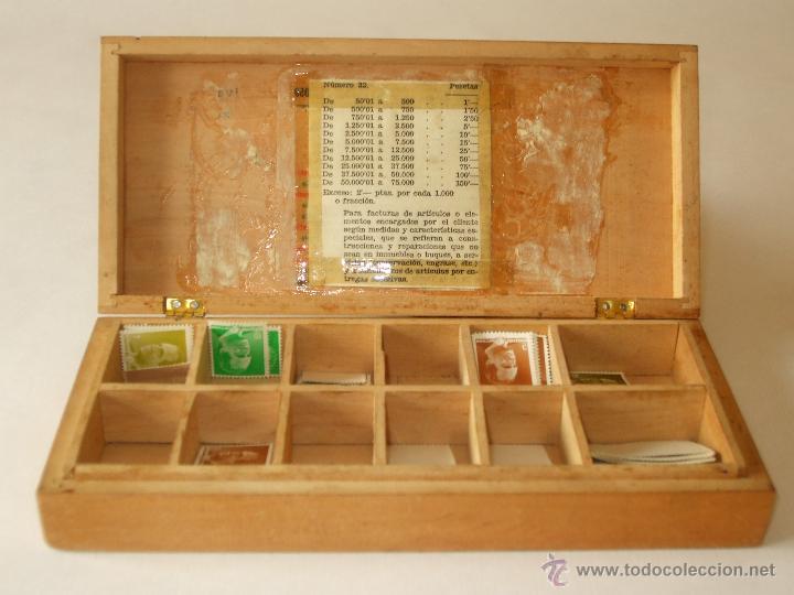caja de madera para guardar sellos
