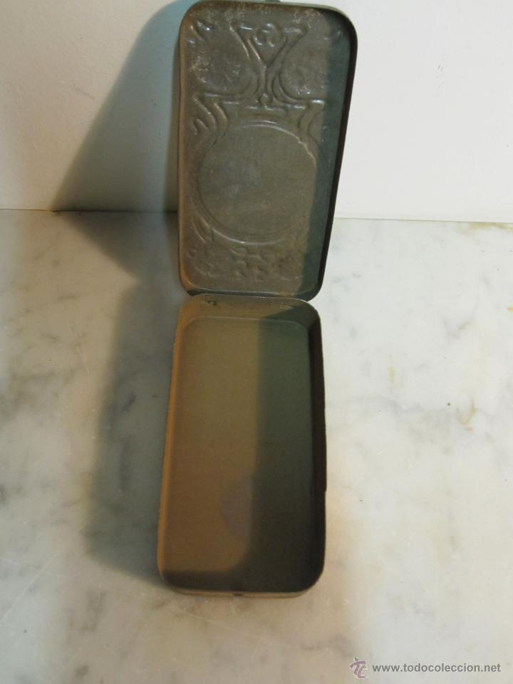 Cajas y cajitas metálicas: VIEJA CAJA METALICA CON DIBUJOS EN RELIEVE ESTILO MODERNISTA - Foto 6 - 43963427