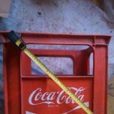 Cajas y cajitas metálicas: CAJA BOTELLAS GRANDES COCACOLA. Lote 43980402