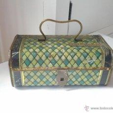 Cajas y cajitas metálicas: ANTIGUA CAJA COFRE DE METAL. Lote 45081917
