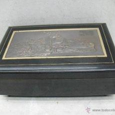 Cajas y cajitas metálicas: ANTIQUÍSIMA CAJA DE MADERA FERROVIARIA DECORATIVA DE CAOBA . Lote 45464744