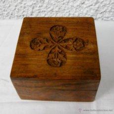 Cajas y cajitas metálicas: CAJA DE MADERA TALLADA. VINTAGE. . Lote 45925556