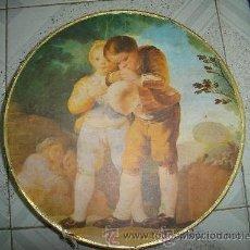 Cajas y cajitas metálicas: ANTIGUA CAJA REDONDA DE CARTON CON MOTIVOS INFANTILES. 31CM DIAMETRO.. Lote 29158031