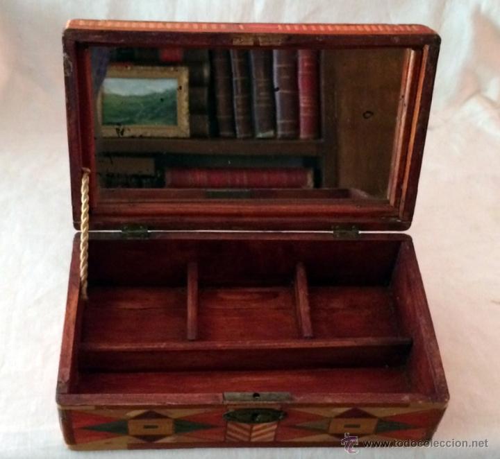 Cajas y cajitas metálicas: maravillosa y antigua caja de labores o escuela. - Foto 6 - 46549057