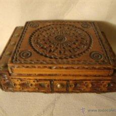 Cajas y cajitas metálicas: ANTIGUA CAJA DE MADERA AÑOS 30/40. Lote 46696569